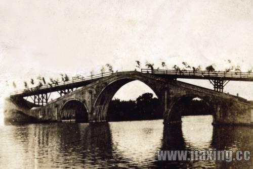 古桥黑白手绘图